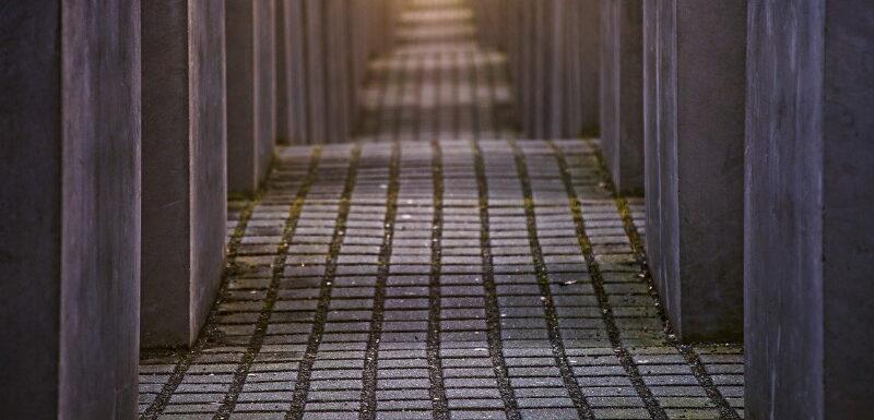 Holocaust Mahnmal in Berlin - ein Ort des Gedenkens